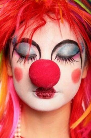 clown-con-enorme-naso-rosso